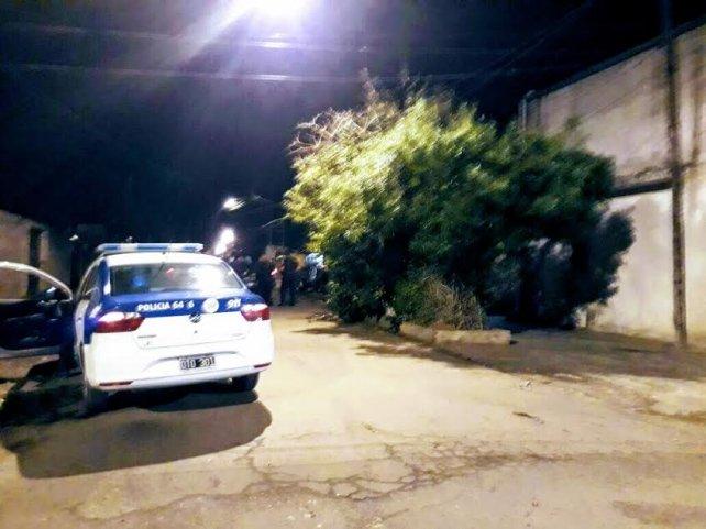 La policía en Campbell al 1100, donde se produjo el tiroteo.