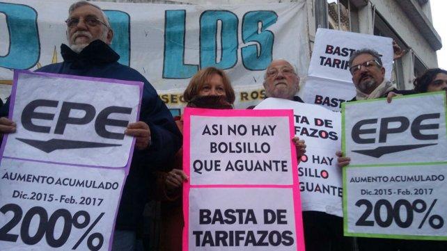 La Multisectorial contra el Tarifazo intentan llevar su reclamo al Monumento.