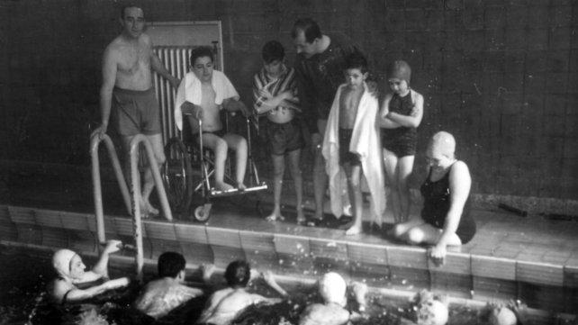 El natatorio se habilitó para el círculo de lisiados de Rosario y otros clubes.