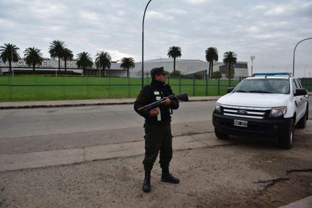 Efectivo de Gendarmería esta mañana, frente al Casino. El operativo ya está en marcha.