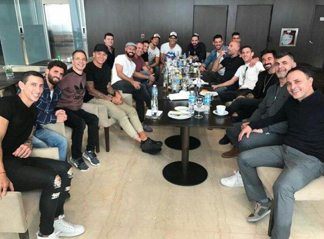 Los amigos y compañeros de la selección de Lionel Messi ya están instalados en el hotel.