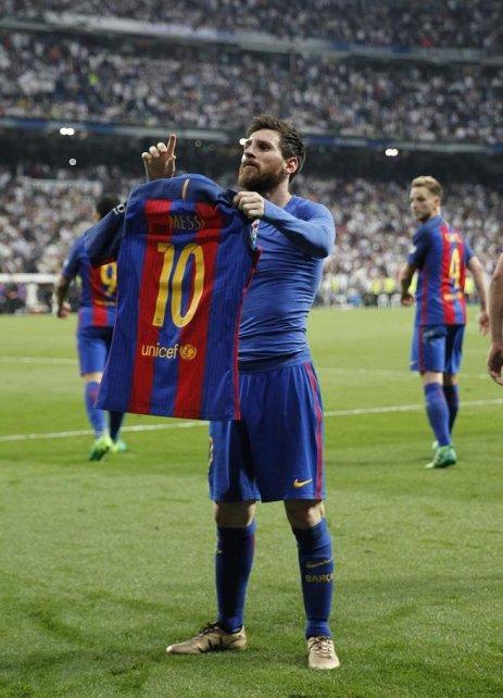 La imagen que recorrió el mundo. Su autor se la regaló a Messi.