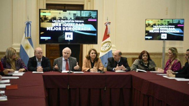 Miguel Lifschitz presentó el proyecto en Gobernación.