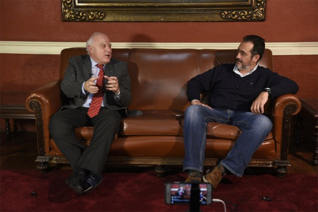 <b>Mano a mano.</b> Lifschitz pasó por el sillón de La Capital en un nuevo Facebook Live.