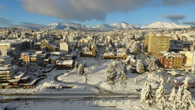 La nieve cubrió ayer hasta el Centro Cívico, en pleno centro de la ciudad, que vivió el día más frío desde que se toman registros.