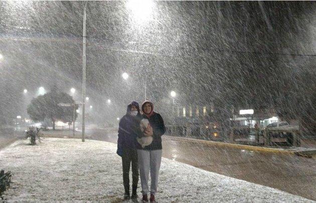 Agua nieve el fin de semana en Sierra de la Ventana, al sur de la provincia de Buenos Aires.