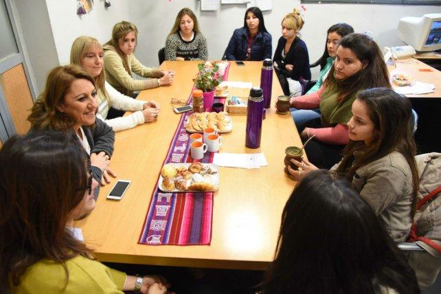 El lunes pasado, un grupo de jóvenes conversó sobre el impacto del programa con la intendenta Mónica Fein.
