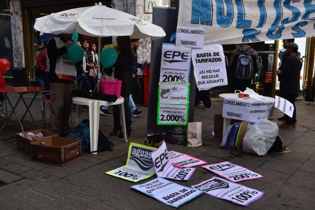 La Multisectorial contra el Tarifazo, esta mañana, en el cruce de las peatonales.