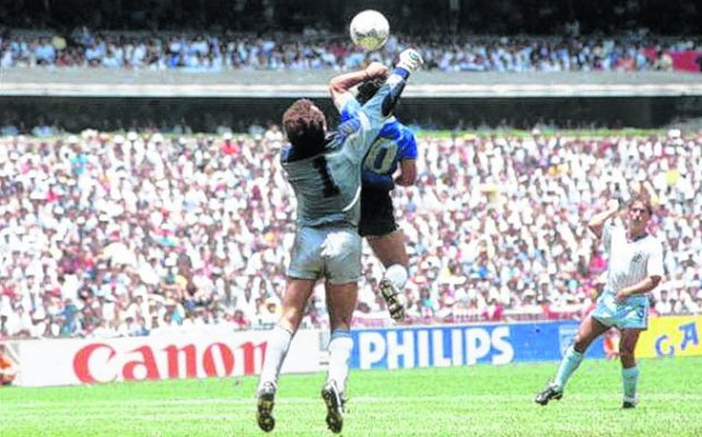 La mano de dios. Diego Maradona convirtió el gol a Inglaterra en 1986.