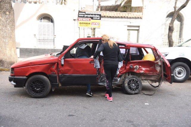 El Fiat Duna en donde iba la víctima fatal. Según Fiscalía, fue embestido por dos coches que corrían carreras.