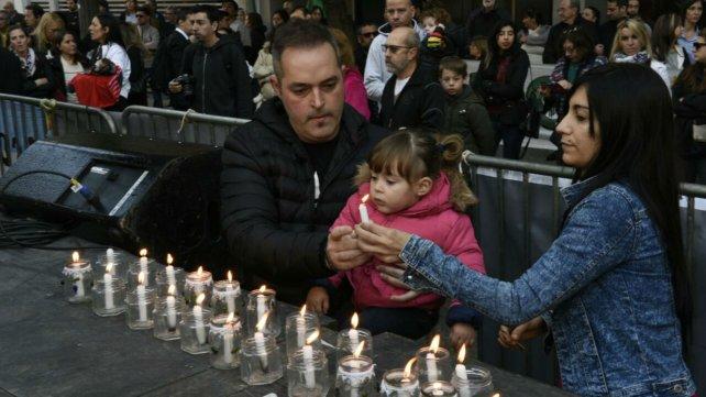 Familiares y amigos recuerdan a las víctimas de la tragedia.