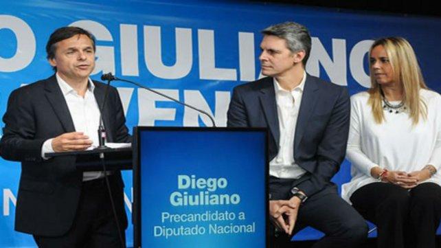 Giuliano, junto al diputado Alejandro Grandinetti y Daniela León.