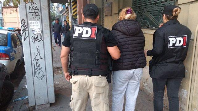 La acusada por el crimen de Fabricio Fernández, al ser detenida en su casa.