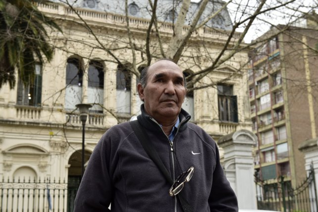 El papá de Franco Casco frente a los Tribunales Federales.