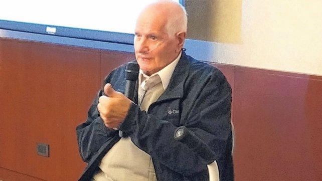 Carlos ofreció su testimonio durante la presentación de nuevas drogas para la FPI.