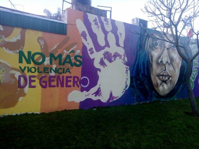 El mural está ubicado en Alsina y Entre Ríos. Su autor tardó siete horas y medias en realizarlo.