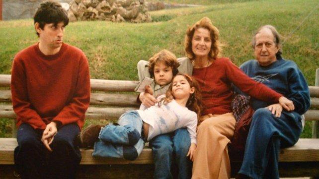 Junto a sus tres hijos y a su marido, el Negro Pereira