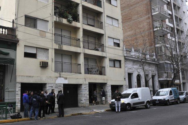 El edificio de Urquiza al 500, donde vivía Virginia Seguer y donde apareció el cadáver de Sarjanovic.