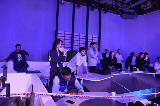 Los asesores de los candidatos siguieron atentamente las exposiciones.