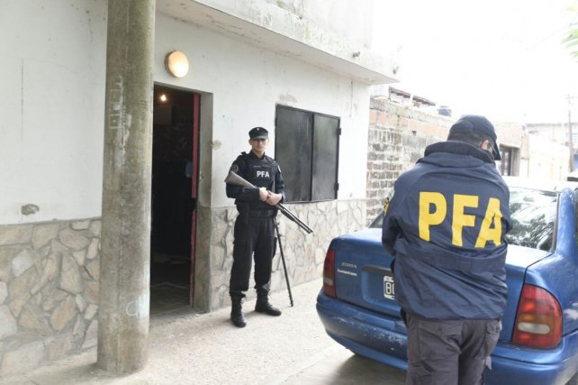 Efectivos de la Policía Federal en Lamadrid al 1500.