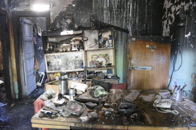 La casa quedó totalmente destruida por las llamas.