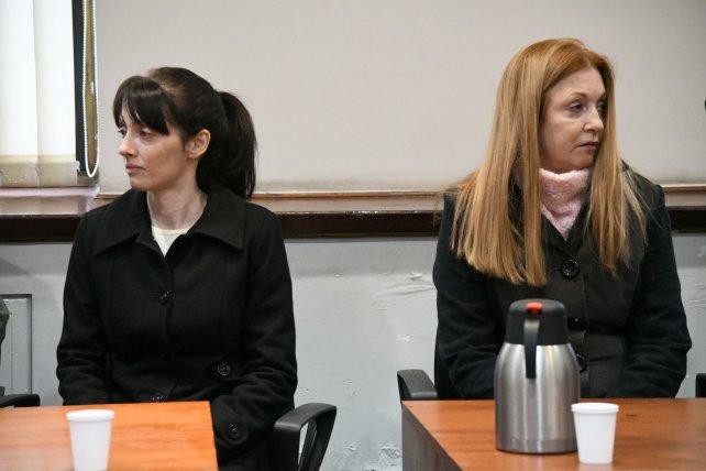 Virginia Seguer y su madre, Alicia Fernández, en el inicio del juicio.